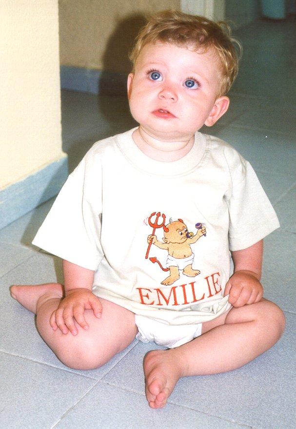 20010809_Emilie, djaevle t-shirt